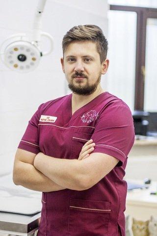 Роман Мних. Асистент лікаря, рентгенолог, лаборант.