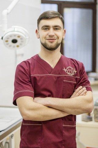 Іван Стронський. Молодший лікар